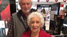 Weil seine Frau erblindet: Bewegender Liebesbeweis eines Mannes