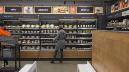 Amazon considers opening 3,000 cashierless stores