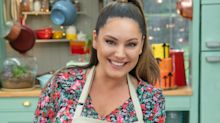 'Celebrity Bake Off': Kelly Brook's muffins are a Hollywood hit
