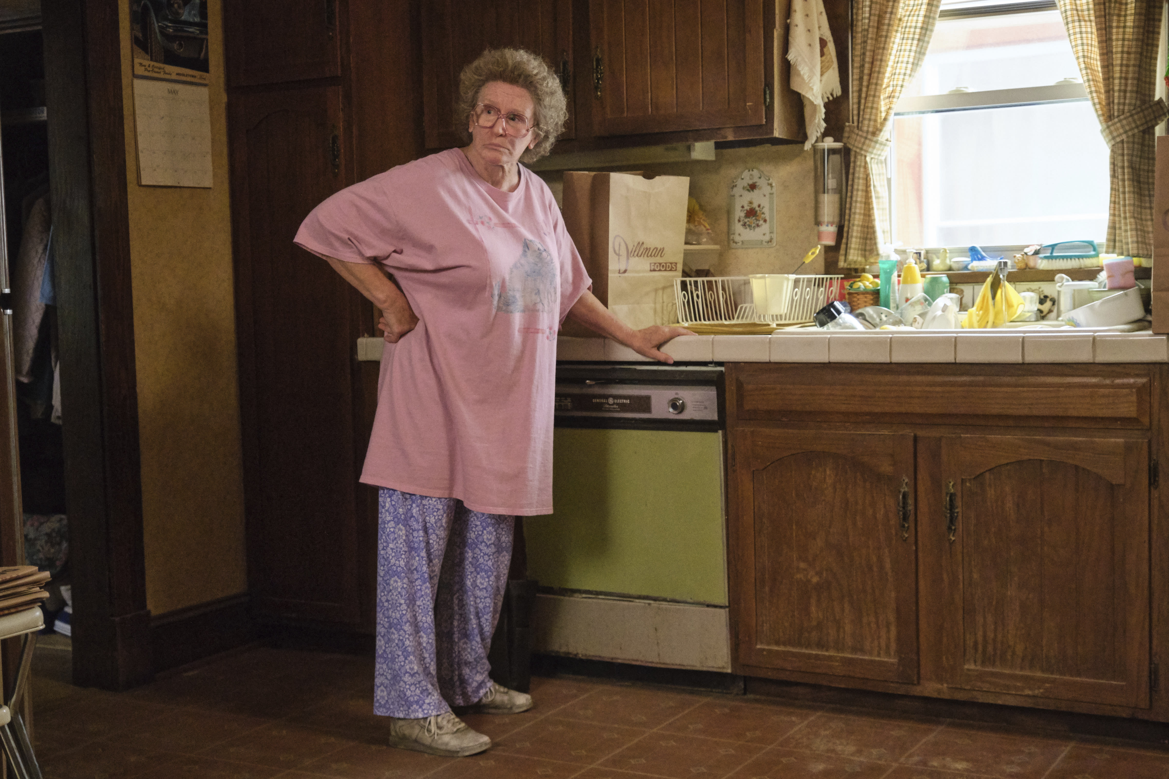 """En esta imagen difundida por Netflix, Glenn Close en una escena de """"Hillbilly Elegy"""". (Lacey Terrell/Netflix via AP)"""