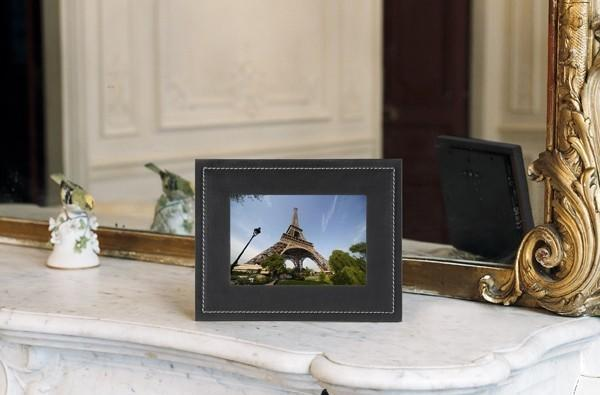 T-Mobile's CAMEO frame shows holiday snaps while you're still taking them