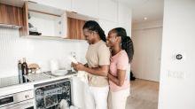 Les couples qui font la vaisselle ensemble ont de meilleures relations sexuelles