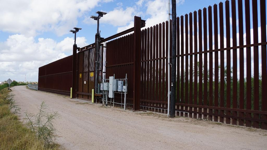A gate on the US side of the US-Mexican border (AFP Photo/Gianrigo MARLETTA)