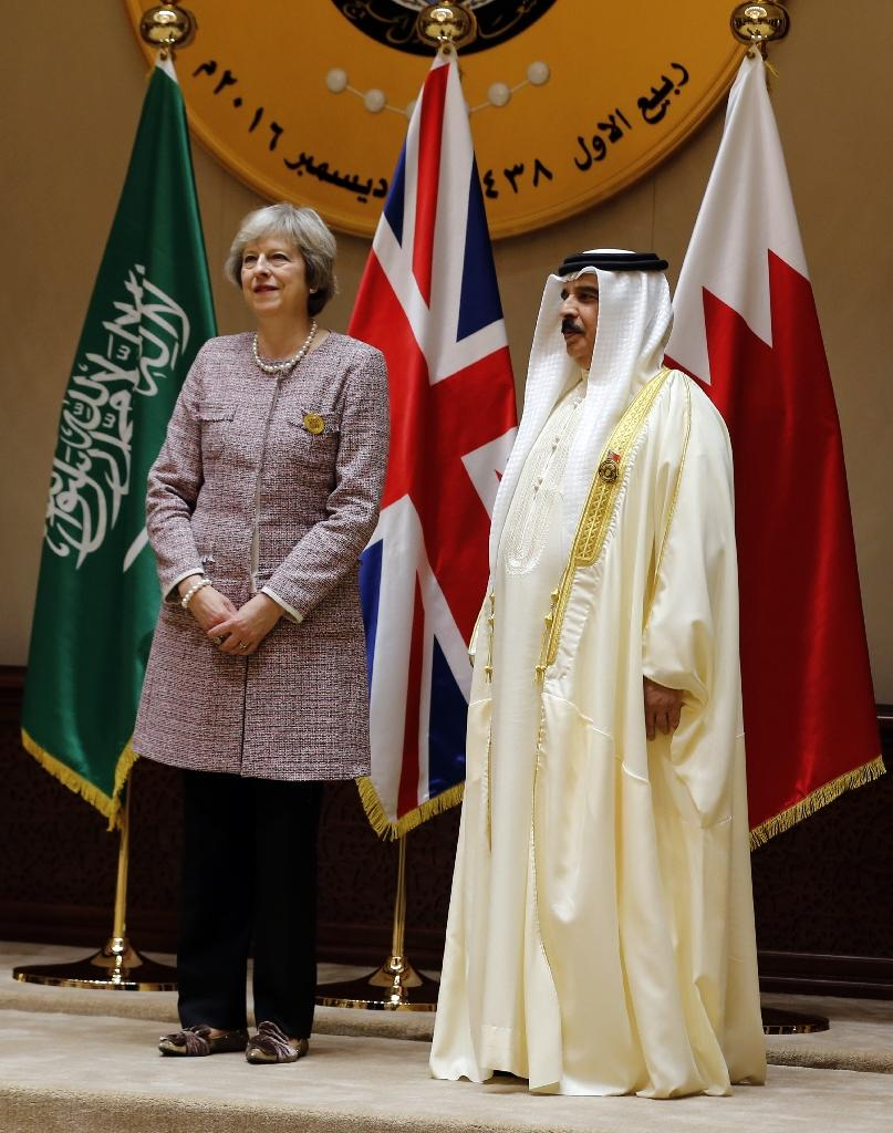 Theresa May and King Hamad bin Issa al-Khalifa at the Gulf Cooperation Council summit in Manama on December 7, 2016 (AFP Photo/)