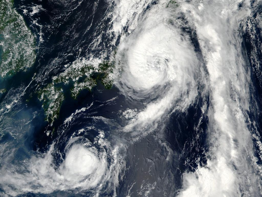 Typhoon Mindulle (top) is seen moving over Japan on August 22, 2016 (AFP Photo/NASA)