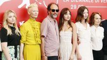 Venezia 75: Dakota Johnson sceglie un look a tema col suo film