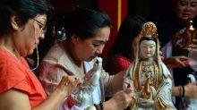 Jelang Imlek, Patung Dewa Dewi Vihara Dhanagun Bogor Dimandikan