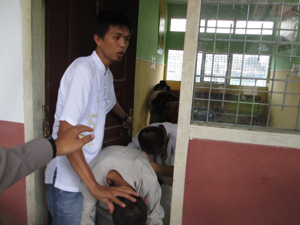 naked-indonesian-man