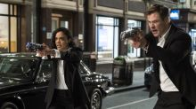 Review: 'Men in Black 4' should have focused more on Hemsworth and Thompson