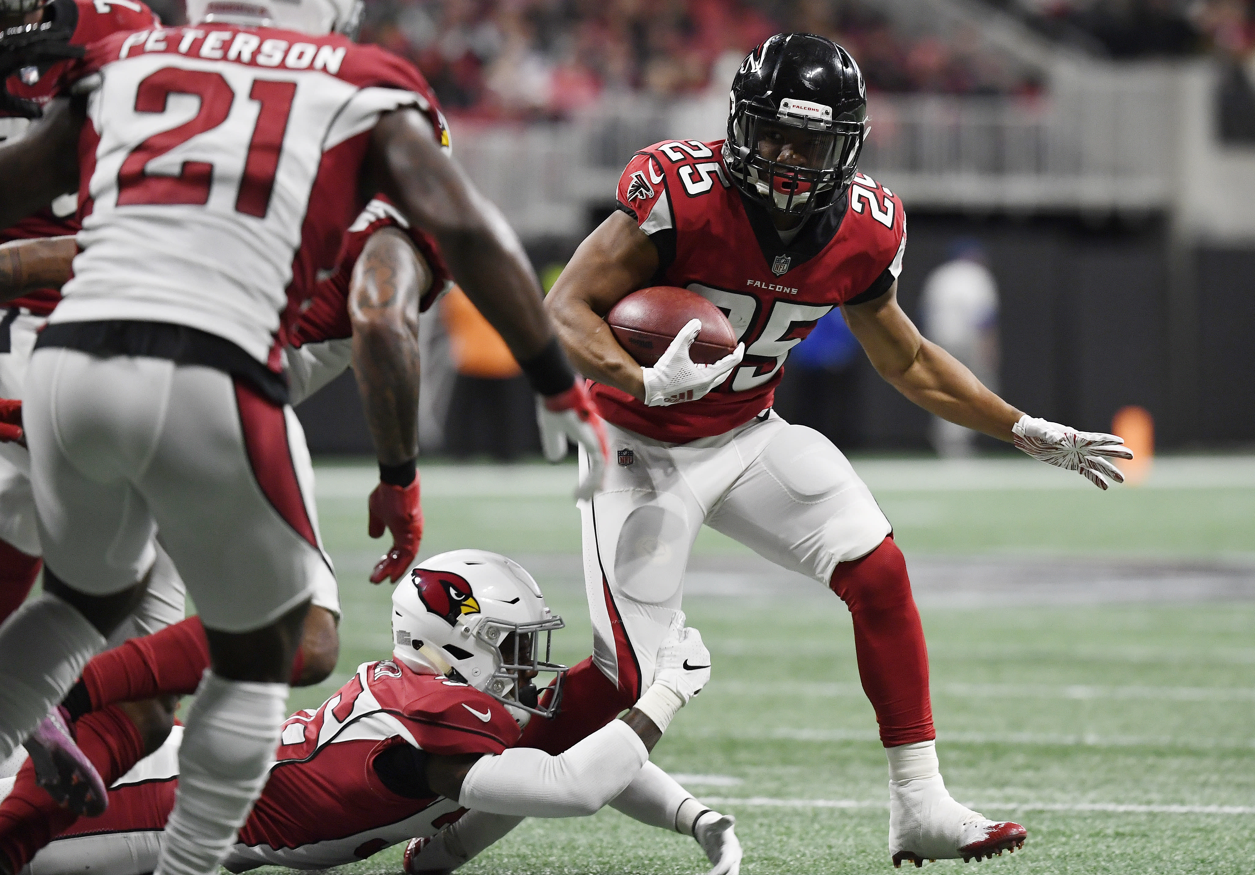 Rookie RB Ito Smith joining Falcons' long list on IR