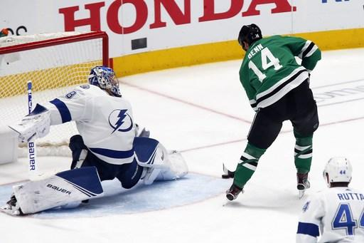 Pavelski ties it, Stars and Lightning to OT in Game 5