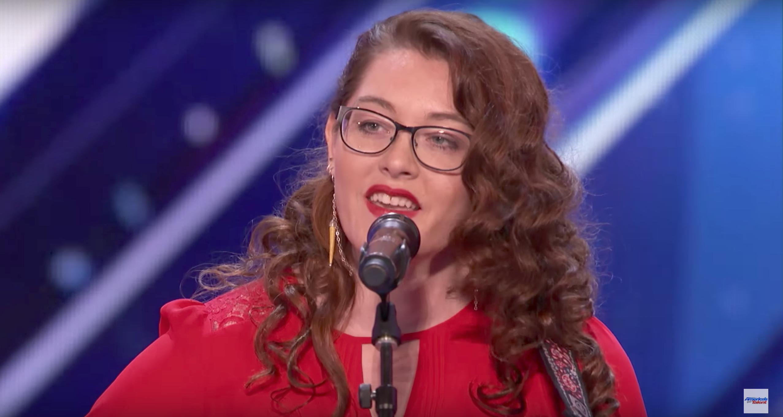 Deaf Singer Mandy Harvey Blows AGT Judges Away, Gets Simon Cowells Golden Buzzer! (Video