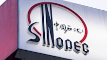 Sinopec's Profit Drops on Lower Oil Prices and Refining Earnings