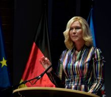 German states favour extending COVID-19 lockdown to boost Christmas prospects