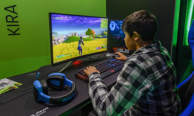 LISBON, PORTUGAL - NOVEMBER 16: Visitors play video games in Moche XL Games World event at Altice Arena on November 16, 2019 in Lisbon, Portugal. Moche XL Games World consists of several experimentation areas: PlayStation, Nintendo, Asus, Indie X, Future World Auditorium, Upload, Globaldata, ESC Online, Alpha Gamer, The TV Ball, FM City, PC Say, Moche, Monster, Worten, Lenovo, Coca Cola, Cigala, For The Win Esports, FPF Esports, Fortnite World, with over 100 posts available, Fepodele, Master League Portugal, Board Games, Game Room (a space with more than 100 posts retro, pinball, among others), VR World (virtual reality space), Cosplay, Theme Stores and Corner Youbattle (with Youtubers and Streamers). (Photo by Horacio Villalobos#Corbis/Corbis via Getty Images)