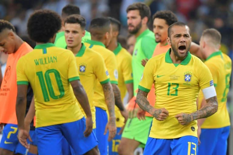ალვეშს იტალიიდან ეპატიჟებიან, ბრაზილიელი ბარსელონას ელოდება
