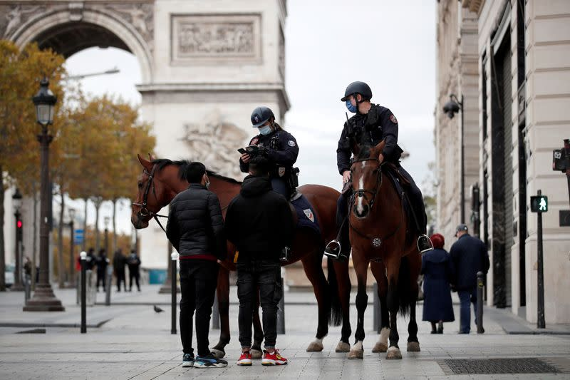 French police increase COVID lockdown checks in Paris