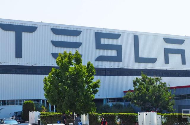 Tesla plans to show off its electric semi truck this fall