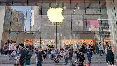 Student sues Apple for $1B, says it caused false arrest