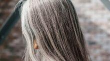 As mulheres que estão exibindo orgulhosamente seus cabelos brancos aos 20 e 30 anos