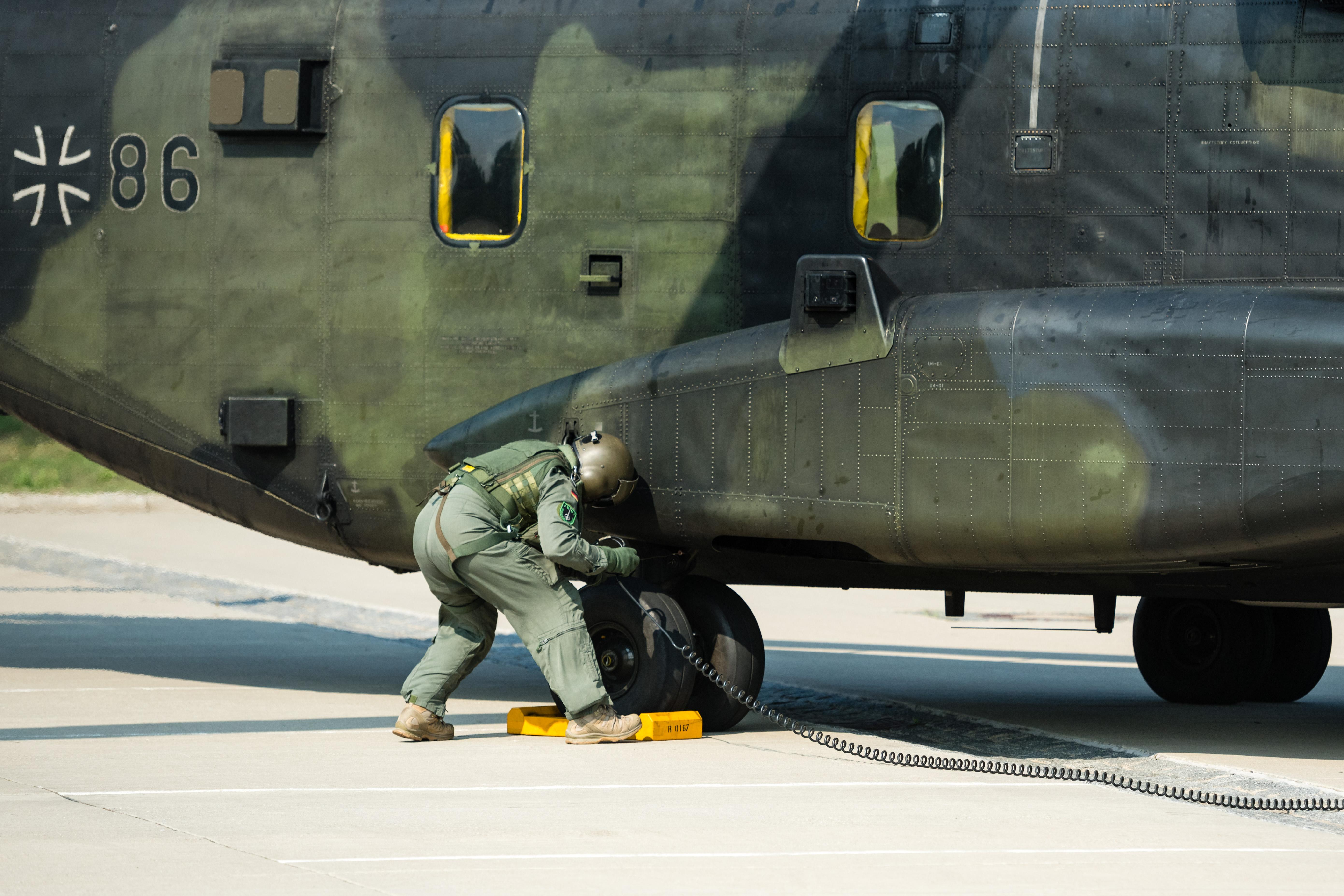 Lockheed, Boeing enter Germany's heavy transport helicopter race