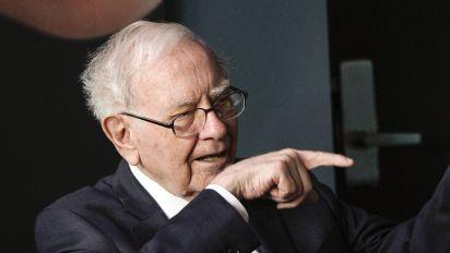 Buffett buys JPM shares as he bets on financials