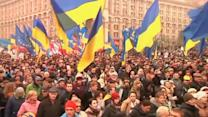 Ukraine opposition protesters, riot police clash in Kiev