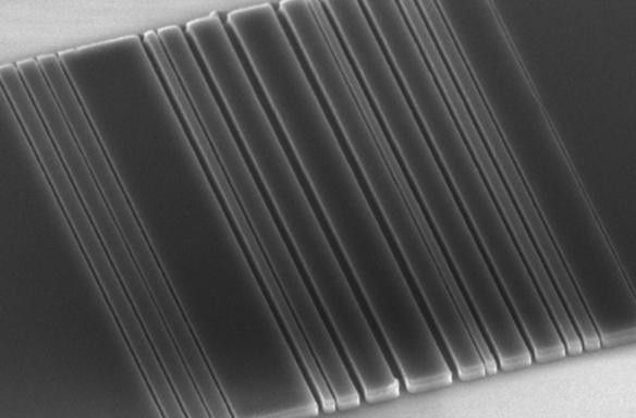 Light-bending silicon strips are the key to super-fast computers