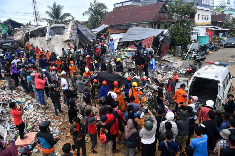 Aftershock shakes Indonesia quake zone as rescuers hunt for survivors