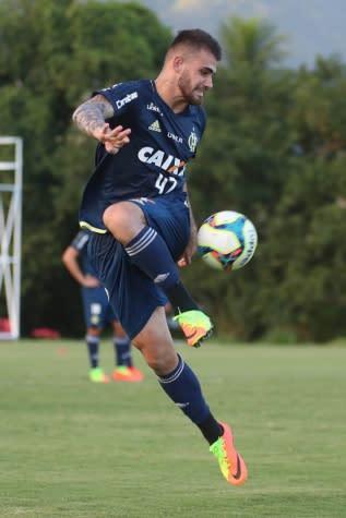 Felipe Vizeu agradece carinho dos torcedores do Flamengo nos jogos