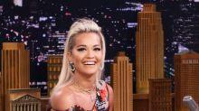 Rita Ora beeindruckt in New York mit einem Style-Feuerwerk