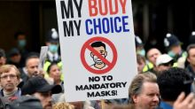 Manifestantes contra restricciones protestan mientras se eleva nivel de alerta en Londres por COVID