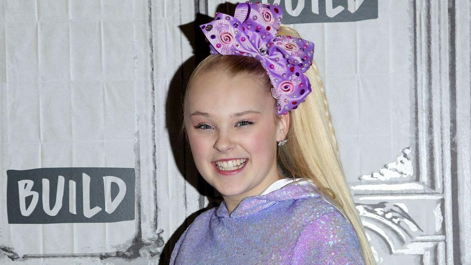 Jojo Siwa Just Introduced Her Girlfriend To Her Fans Here S What To Know About Her