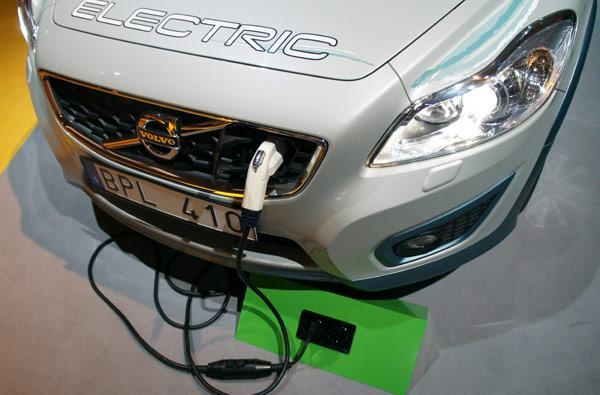 ELVIIS Volvo C30 EV charges from any standard outlet, bills the driver (hands-on)