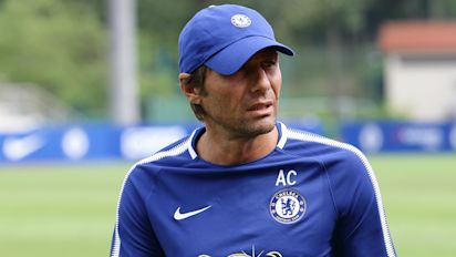 Chelsea boss Conte: I lose three kilograms during a game