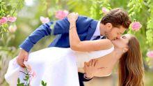 Camila Queiroz e Klebber Toledo se casam no interior de SP
