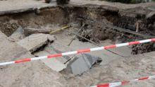 Krater auf Straße: Nach Wasserrohrbruch in Berlin: Haus vorerst nicht bewohnbar