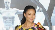 Thandie Newton & Co.: Diese Stars stehen auf seltsame Handtaschen