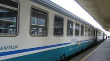 Caos a bordo del treno: dimentica i figli in stazione e tira il freno