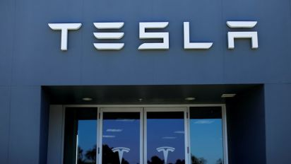 Tesla forms panel to look at any Musk deal