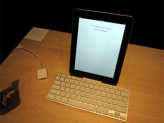 Apple's iPad keyboard dock, case and other accessories get the hands-on treatment