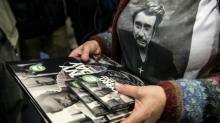Fãs correm para comprar álbum póstumo do roqueiro francês Johnny Hallyday