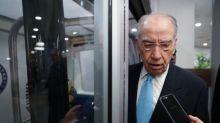 U.S. senators announce bipartisan proposal to lower drug prices
