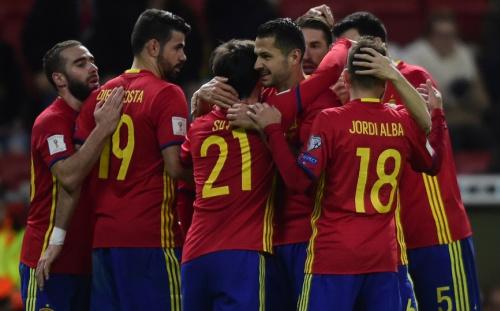 Mondial 2018: L'Espagne et l'Italie ne se lâchent pas