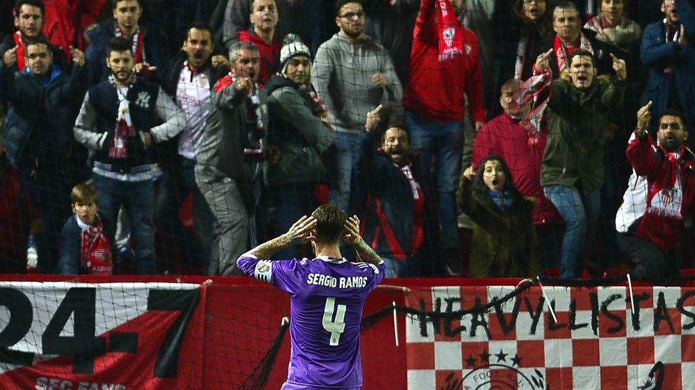 Obszöne Gesänge: Sevilla-Fans müssen draußen bleiben
