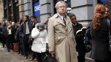La creación de empleo en EEUU se ralentiza pero el desempleo baja en julio