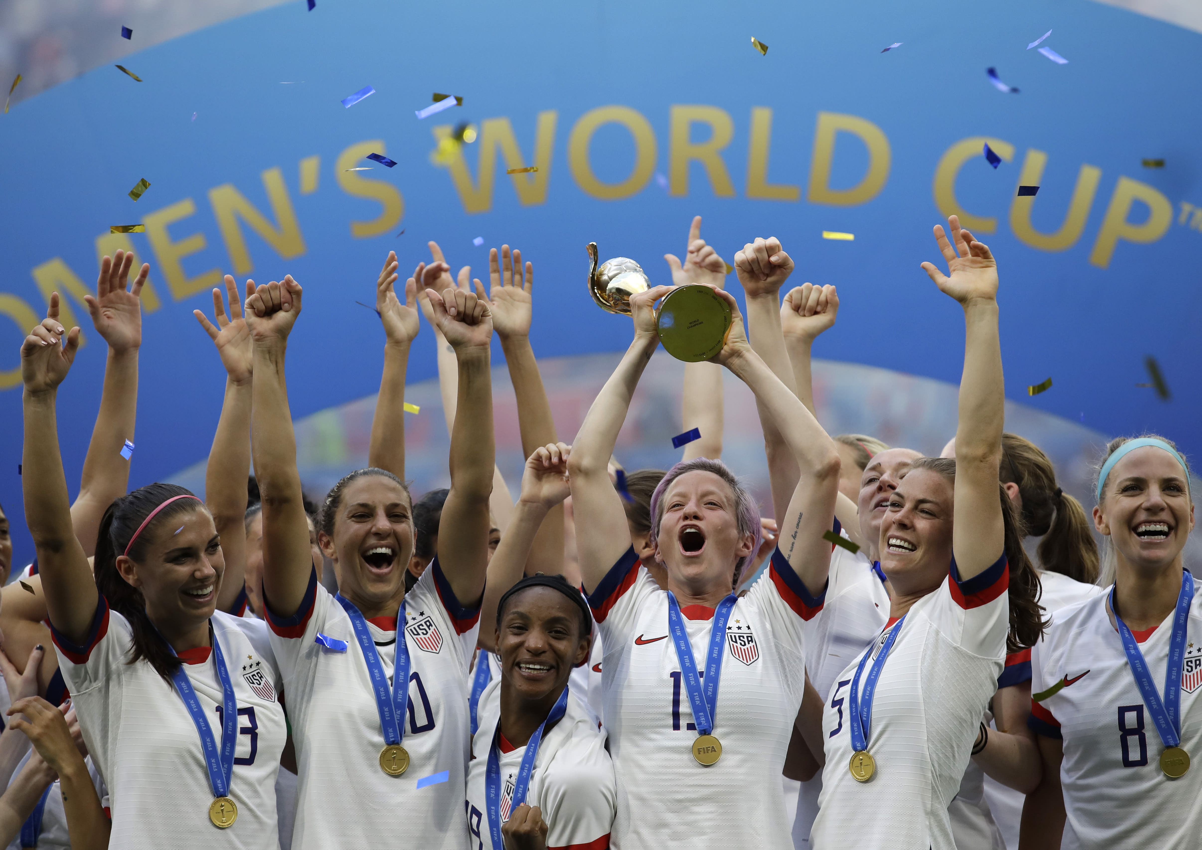 5ba5a70d Senator introduces bill calling for equal pay for U.S. women's team