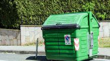 Pour écourter sa tournée, le facteur jetait des lettres dans des bennes à ordures