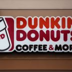 Doughnut shop sign discouraging foreign languages removed