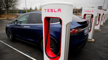 Tesla's top lawyer leaves after 2 months, shares drop